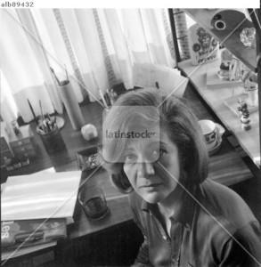 La escritora española, Ana María Matute, en su casa de Sitges en febrero de 1970.