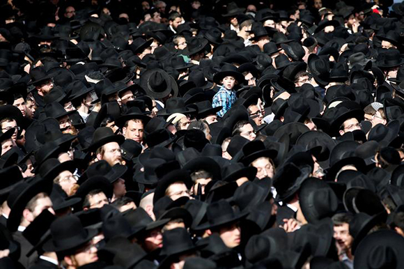Ultra-Orthodox Jewish men gather during the funeral ceremony of prominent spiritual leader Rabbi Aharon Yehuda Leib Shteinman, who died on Tuesday at the age of 104, in Bnei Brak near Tel Aviv, Israel December 12, 2017. Photo by Baz Ratner